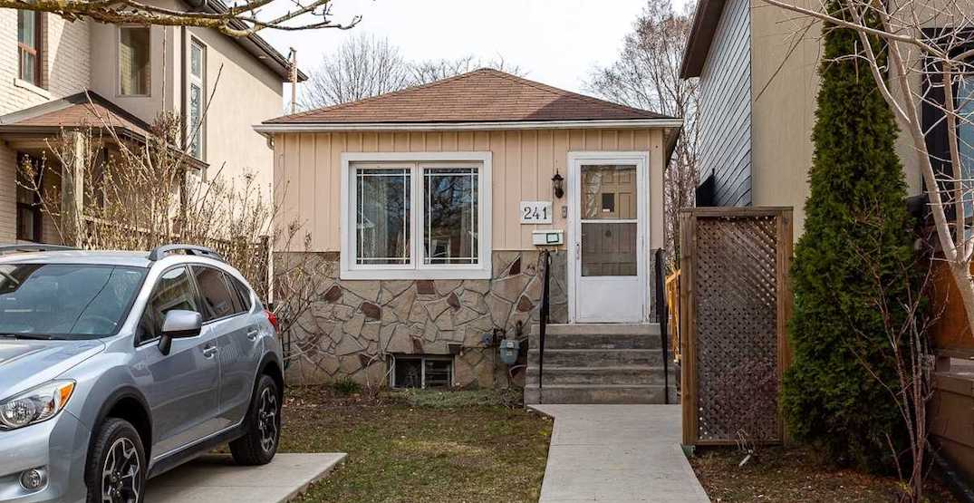 """Tiny Toronto bungalow that """"needs TLC"""" sells for a little under $1 million (PHOTOS)"""