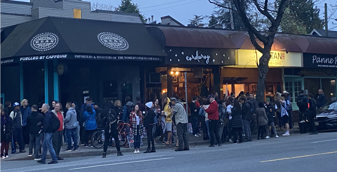 Large crowd gathers to protest public health orders at Vancouver restaurant (PHOTOS)