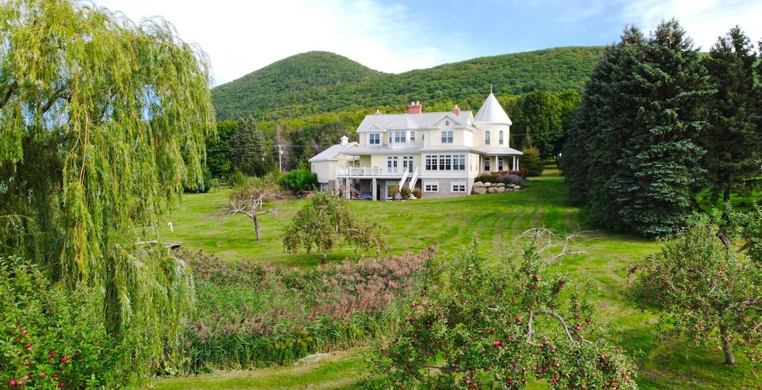 A look inside: Gorgeous 27-room $3.5M estate outside of Montreal