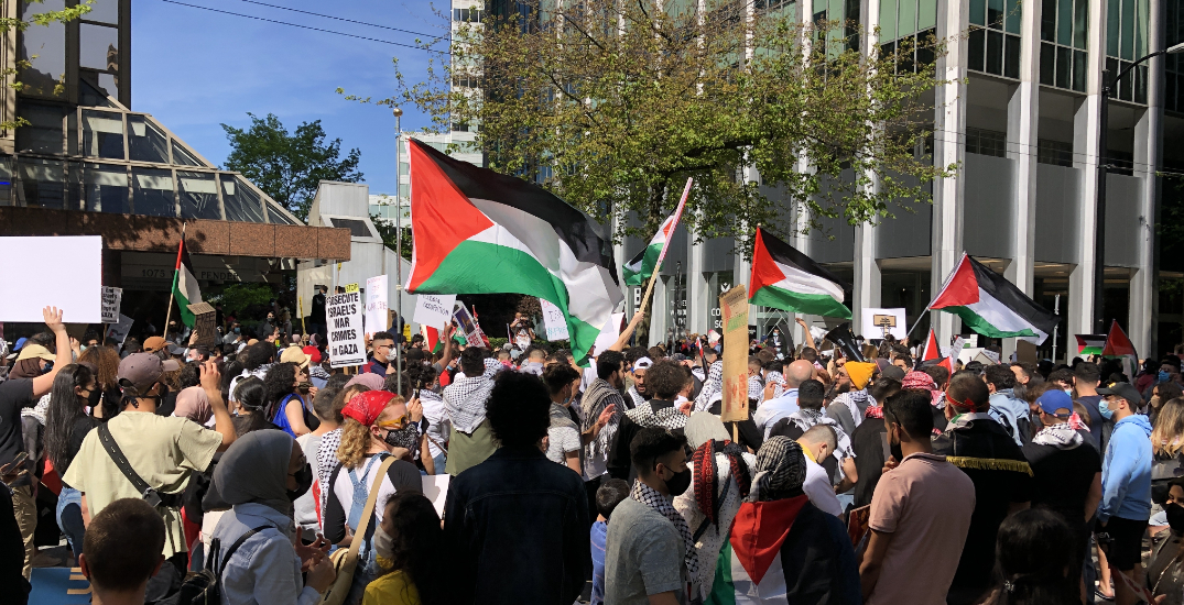 Thousands gather in Toronto, Vancouver for pro-Palestine protests (PHOTOS)