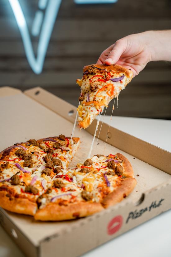 pizza hut beyond meat