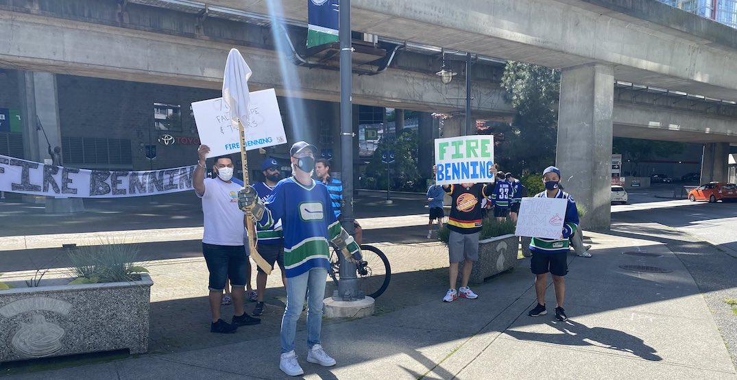 """Canucks fans protest outside Rogers Arena with giant """"fire Benning"""" banner"""
