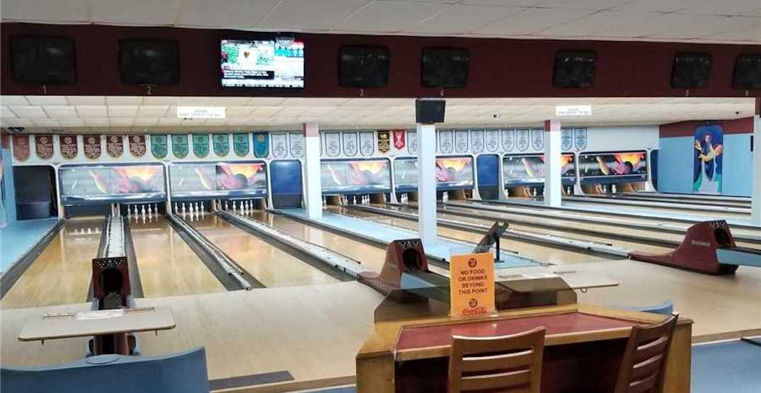 This bowling alley just outside of Toronto is for sale for $90,000 (PHOTOS)