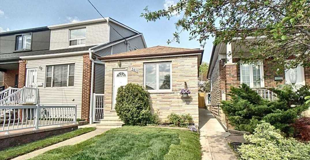 This tiny square Toronto house just sold for $850,000 (PHOTOS)