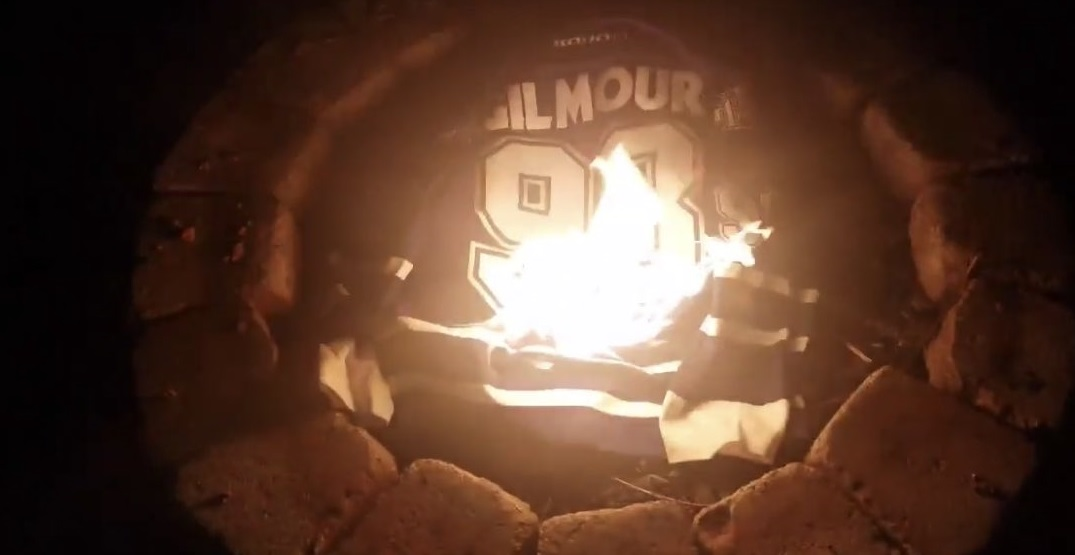 Doug Gilmour calls out fan for burning his Leafs jersey