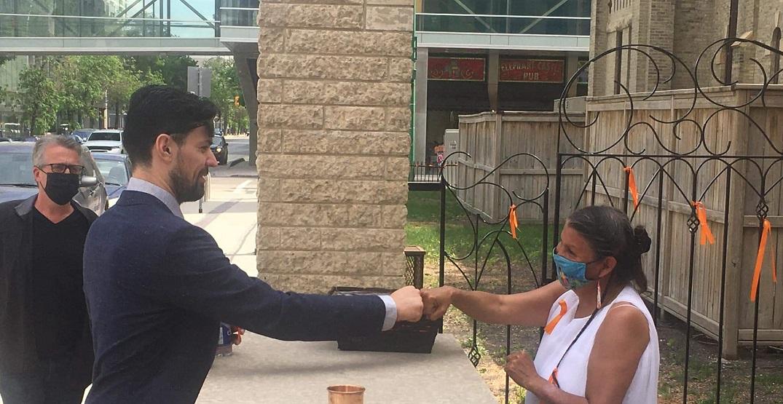 Canadiens' Price shows residential school survivors support in Winnipeg