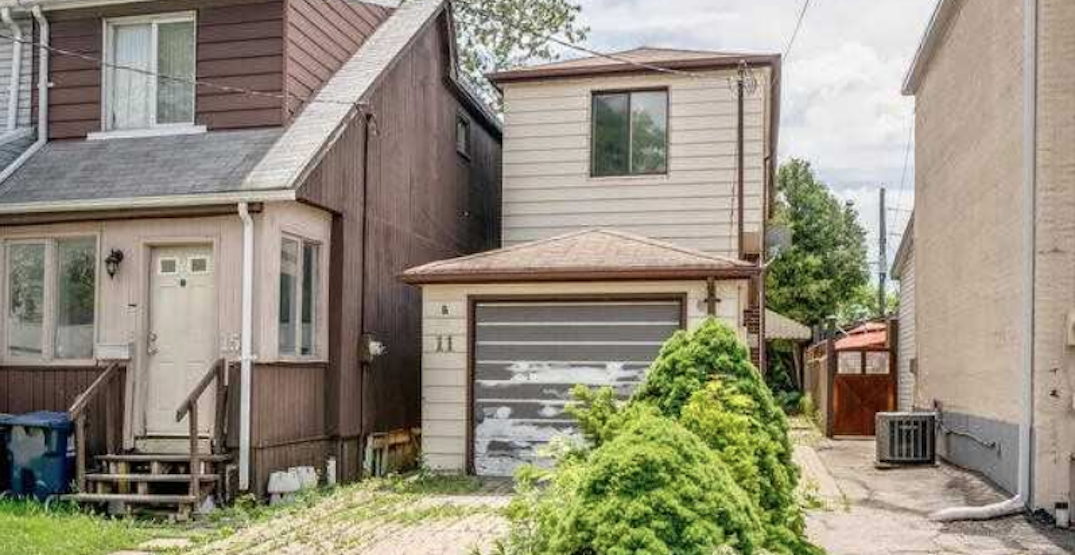 """Toronto house with """"pungent odour"""" sells for $152,000 over asking"""