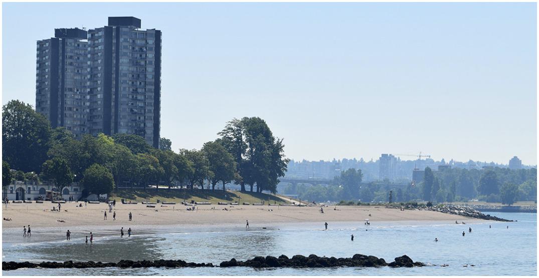 People are still swimming at English Bay despite E. coli warnings (PHOTOS)
