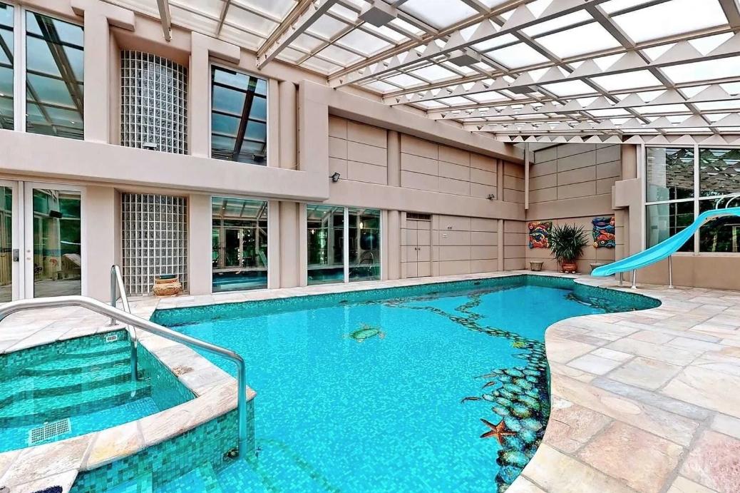 toronto mansion pool