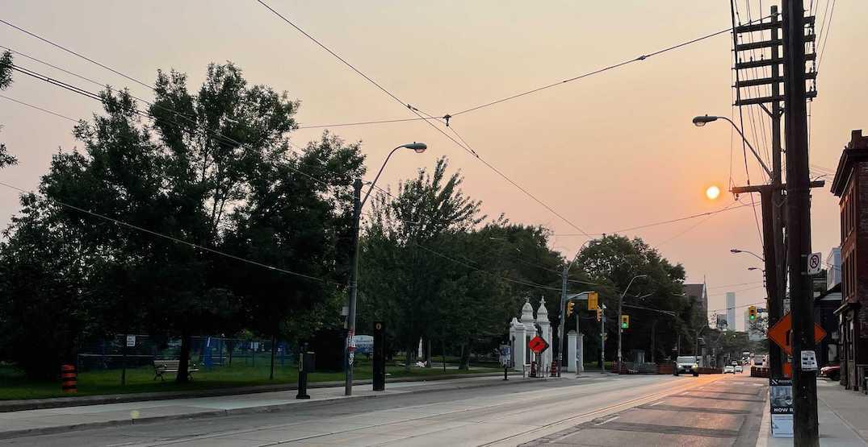 Beautiful glowing red sun lit up Toronto's sky this morning (PHOTOS)