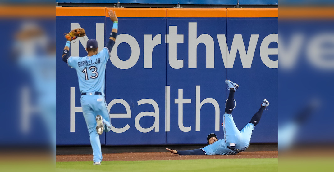 """George Springer makes """"catch of the year"""" in Blue Jays win (VIDEO)"""