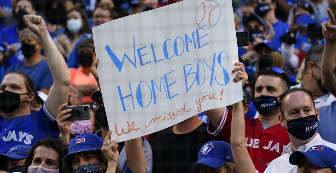 Fans welcome Blue Jays home to Toronto for first time in 670 days (PHOTOS)