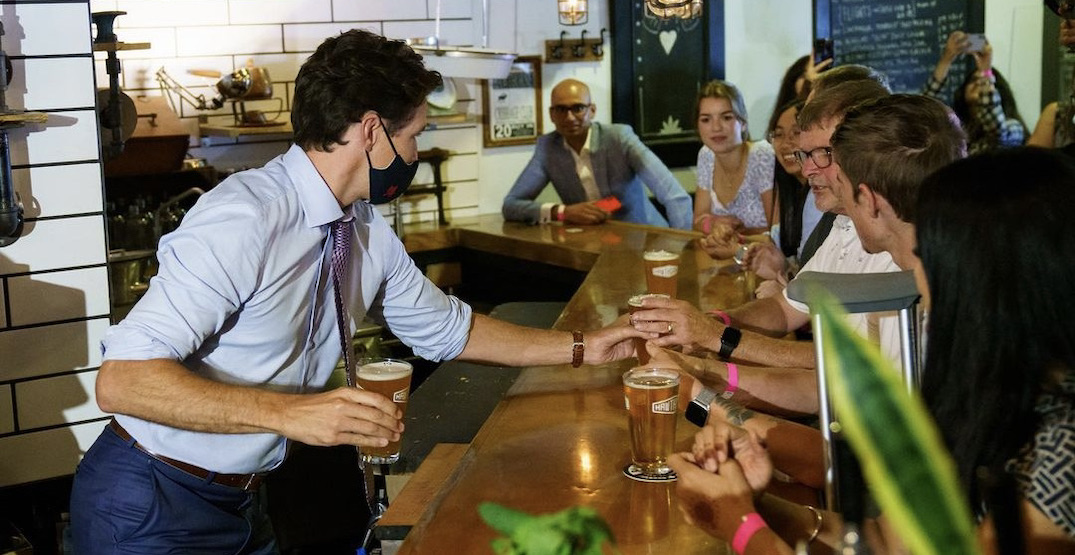 Justin Trudeau spotted sipping a pint at Metro Vancouver pub (PHOTOS)