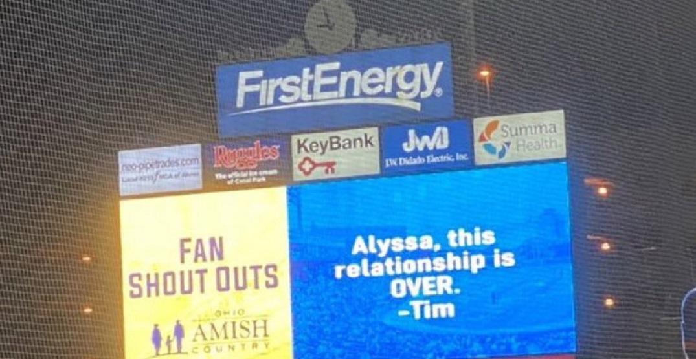 Man dumps girlfriend via jumbotron at minor league baseball game (VIDEO)