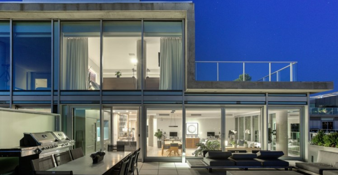 A look inside: $3.2M luxurious waterside penthouse in Montreal (PHOTOS)