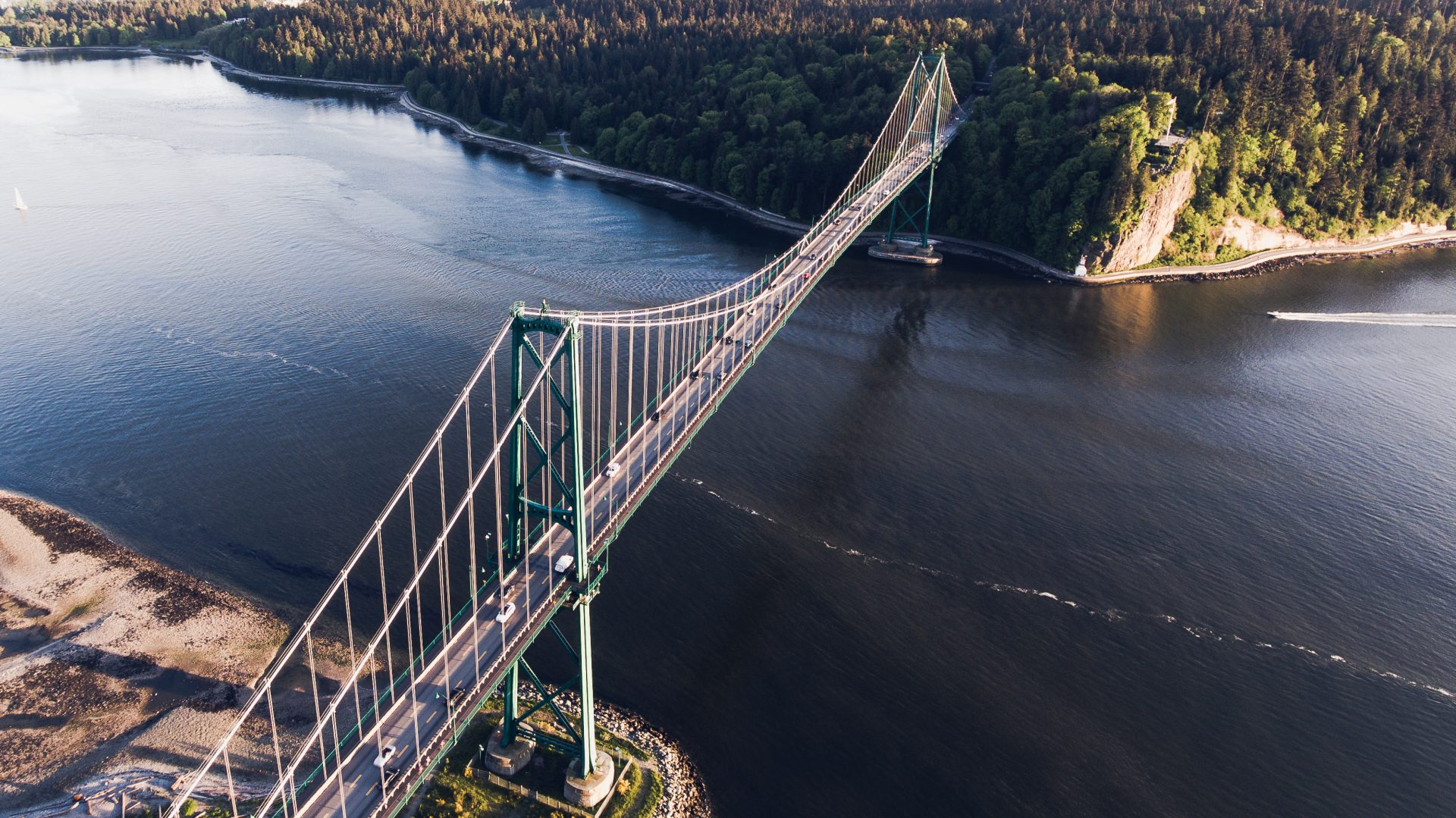 Vancouver Police helped rescue paddleboarders by Lions Gate Bridge