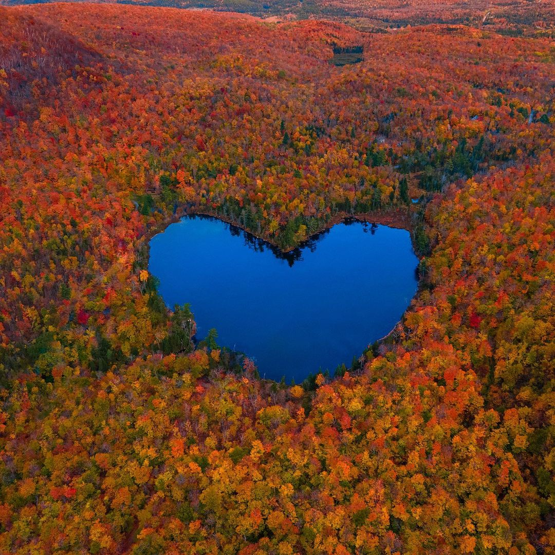 Quebec's heart-shaped lake should be on every Instagrammer's radar this fall (PHOTOS)