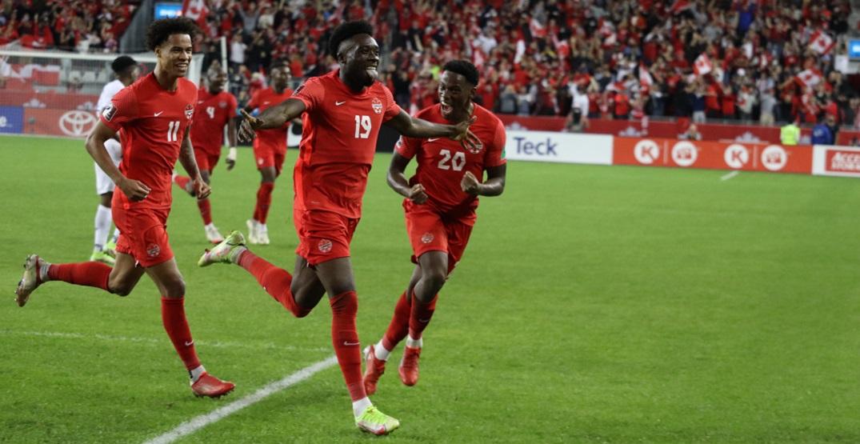 Alphonso Davies scores world-class winner in Canada-Panama match (VIDEO)