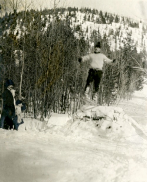 skiing at Tunnel Mountain