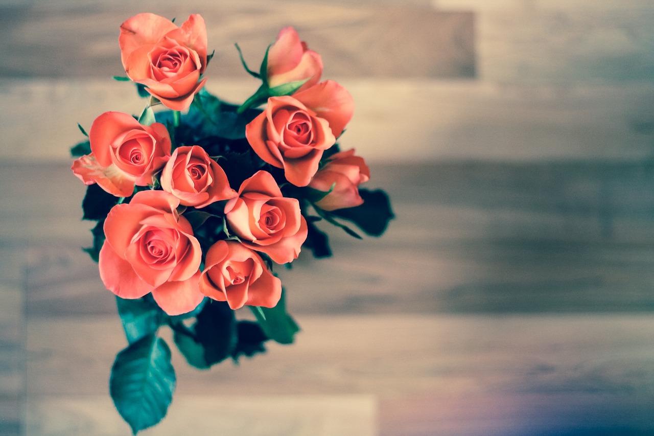Image: Roses on table via Pixabay