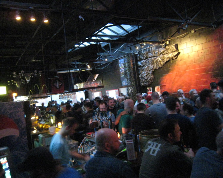 diverse and interesting gay mix bars in Honolulu