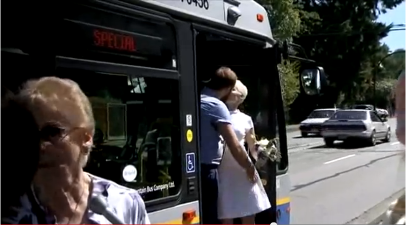 Vancouver Couple Married on Bus