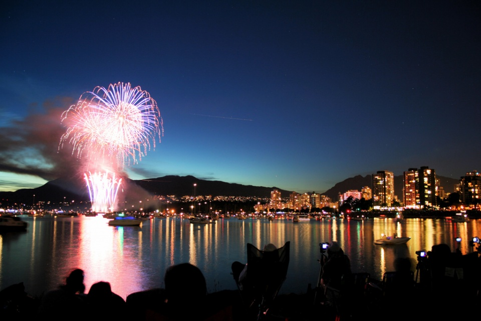 Vancouver-Fireworks-by-Jon-Rawlinson