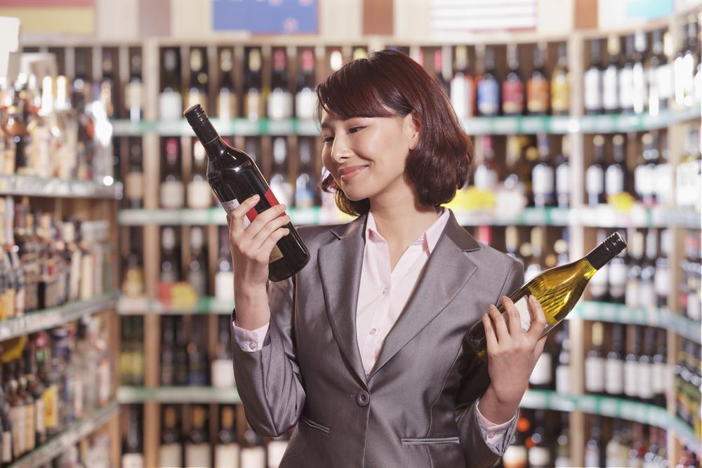 Beer wine liquor store alcohol / Shutterstock