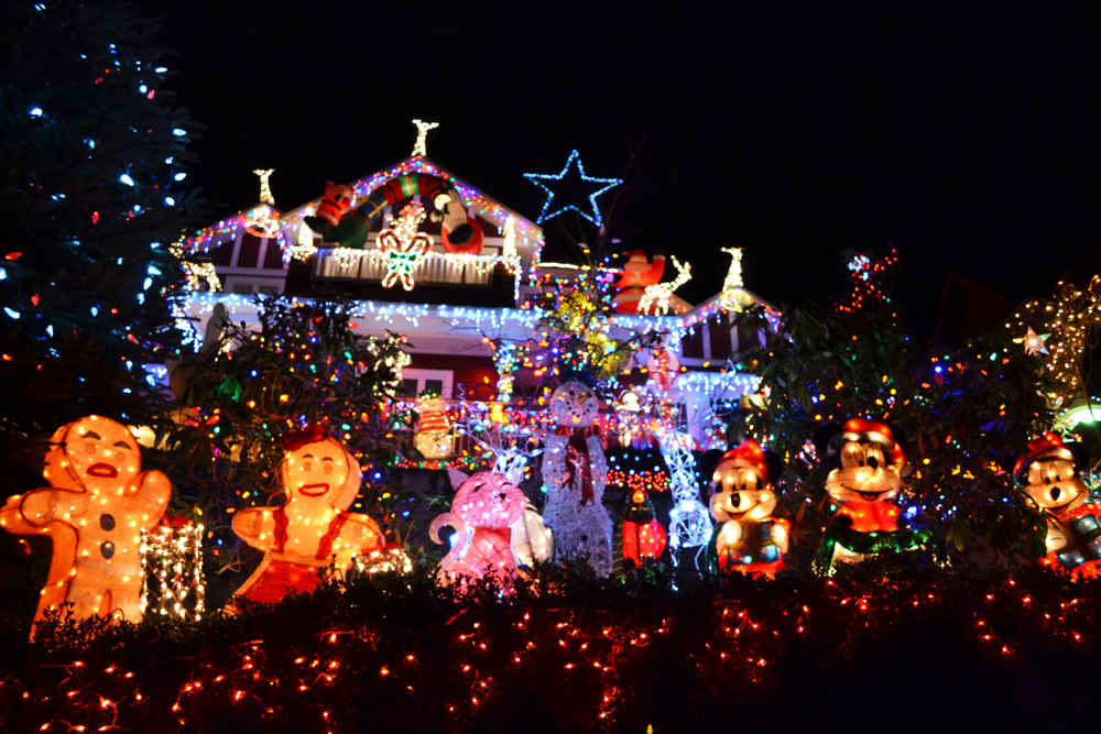 North Vancouver home decorated with 100,000 Christmas lights for ...