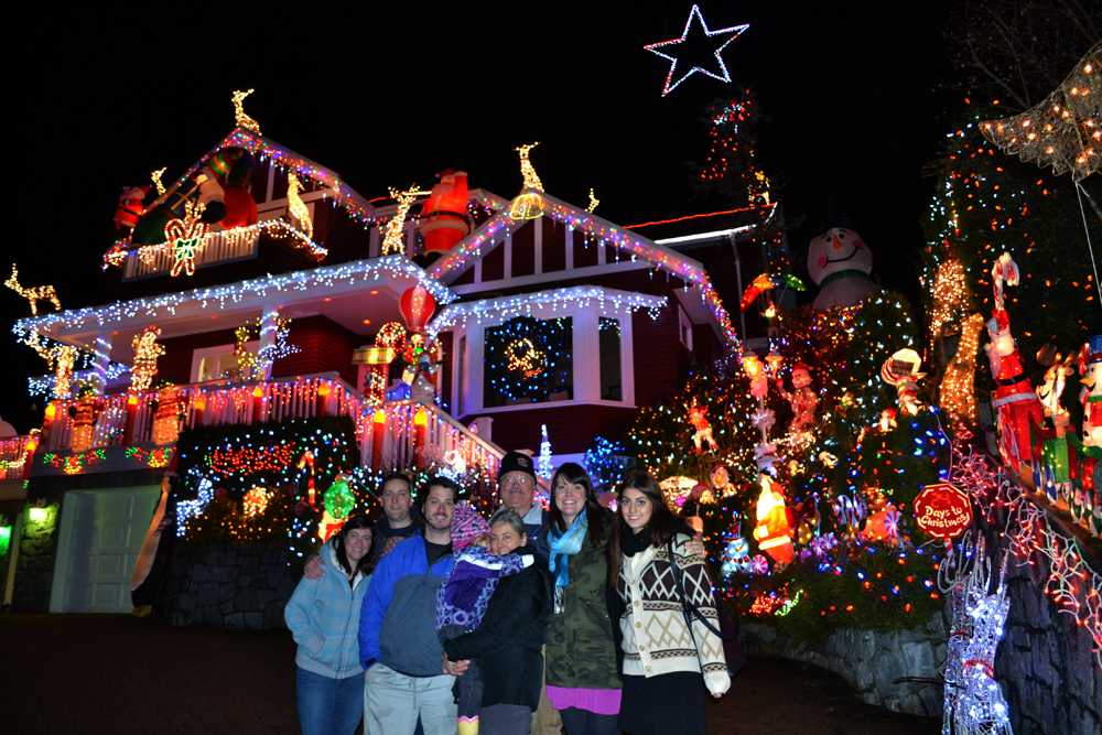 Christmas lights 100,000 ribalkin family - North Vancouver Home Decorated With 100,000 Christmas Lights For