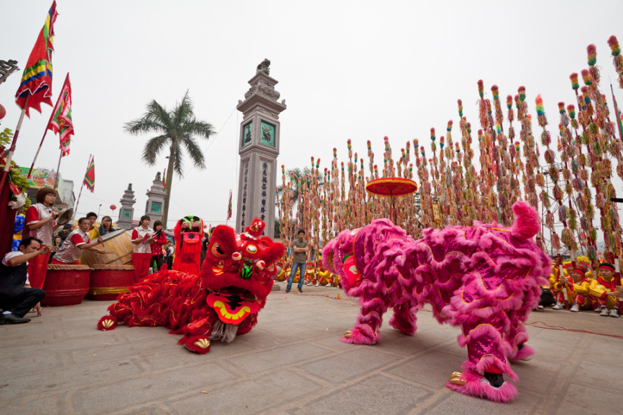 Chinese New Year Lion Dance / Shutterstock