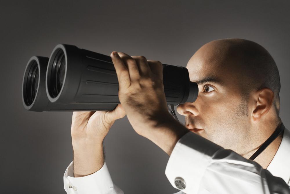 Binoculars man planning ahead / Shutterstock