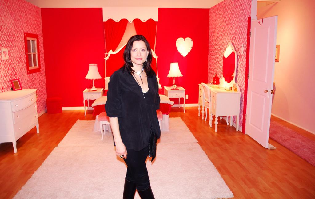 Dina on Dollhouse Set