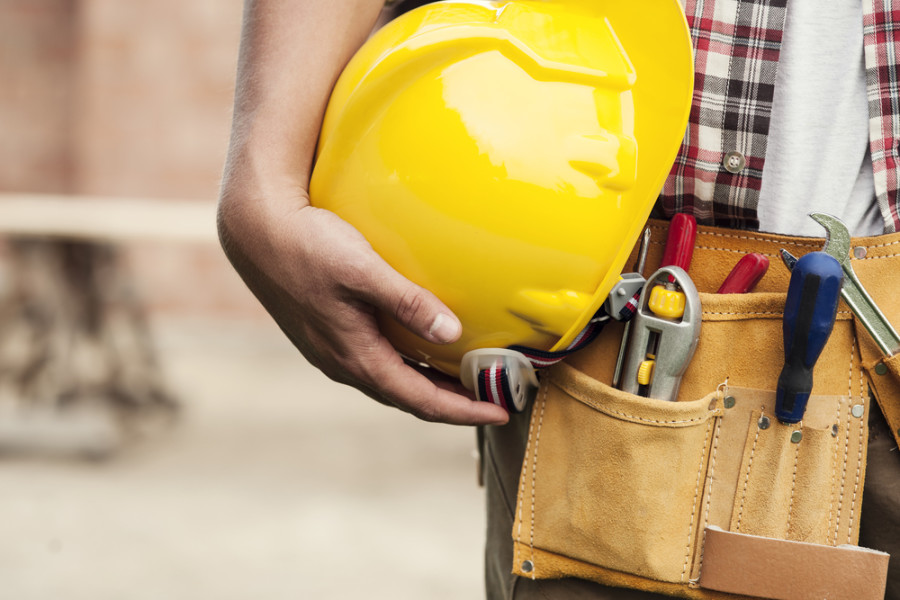 Construction worker hard hat / Shutterstock