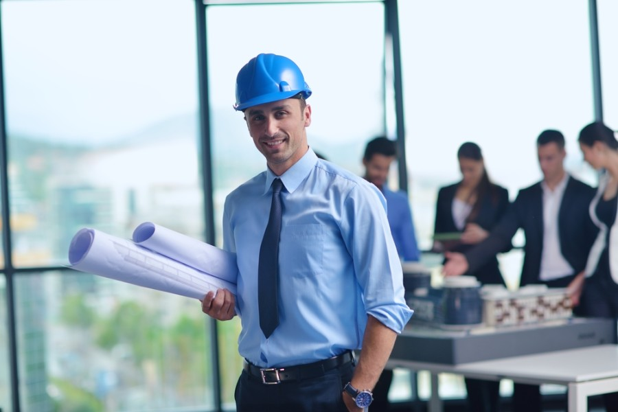 Construction manager jobs / Shutterstock