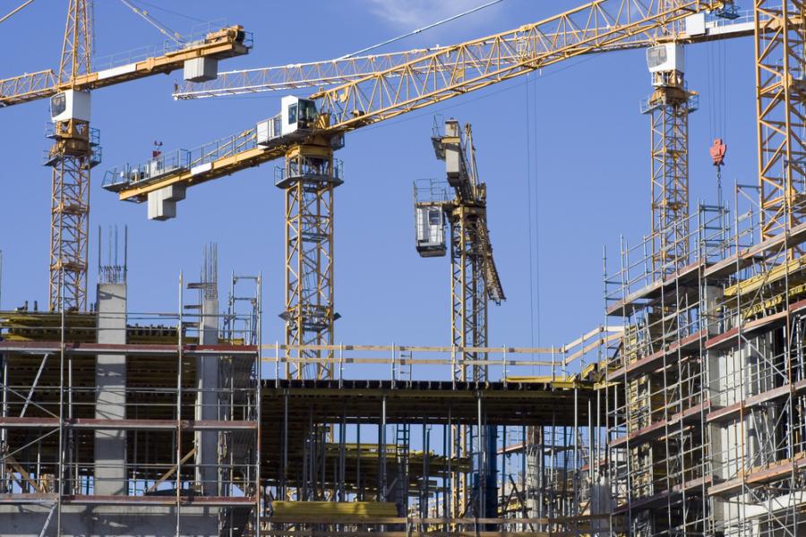 Construction cranes / Shutterstock