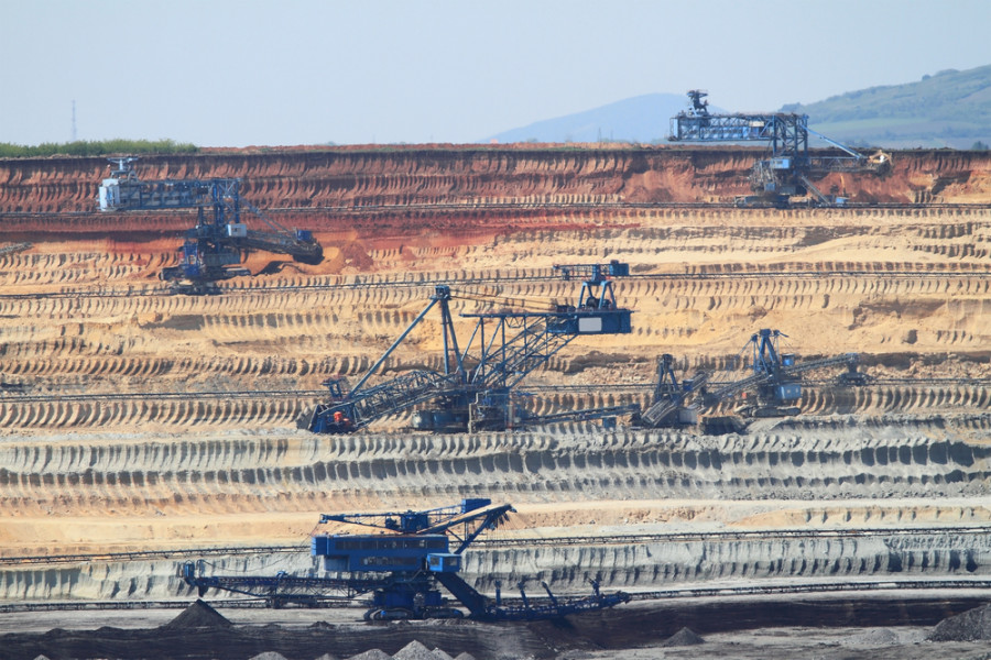 Coal mine / Shutterstock