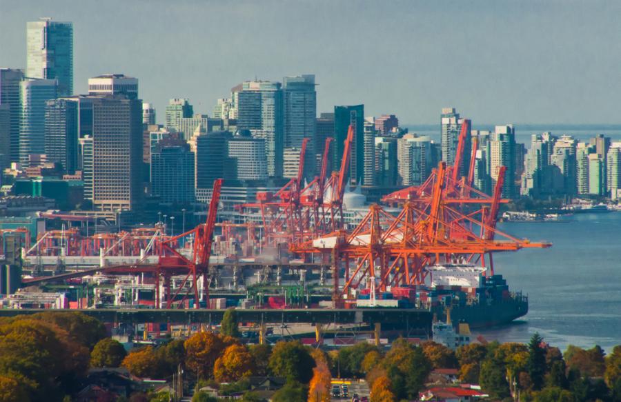 Port Metro Vancouver skyline / Shutterstock