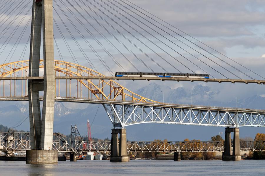 SkyTrain SkyBridge Pattullo Bridge Fraser River Vancouver / Shutterstock