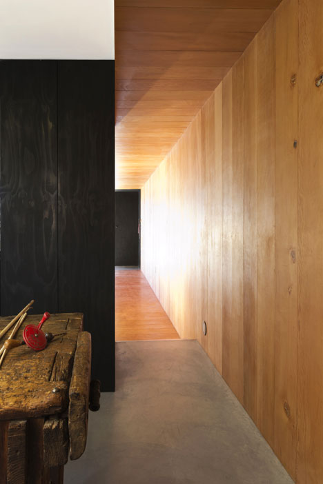 Studio-in-Vancouver-by-Scott-and-Scott-Architects_dezeen_8