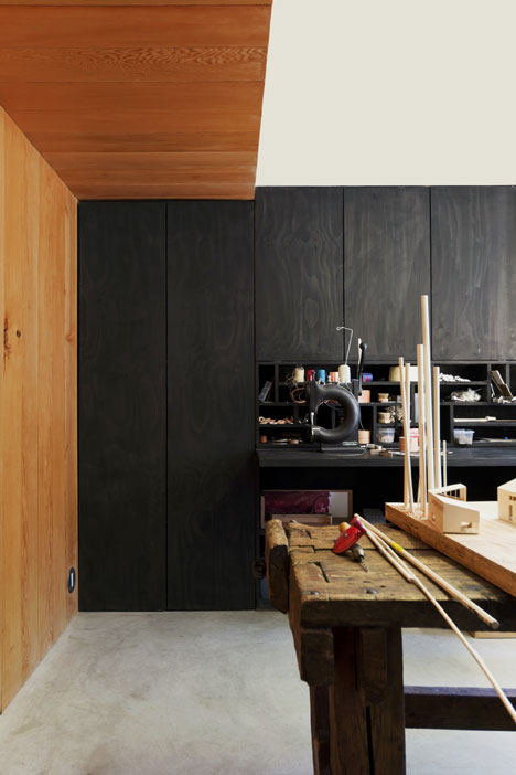 Studio-in-Vancouver-by-Scott-and-Scott-Architects_dezeen_9