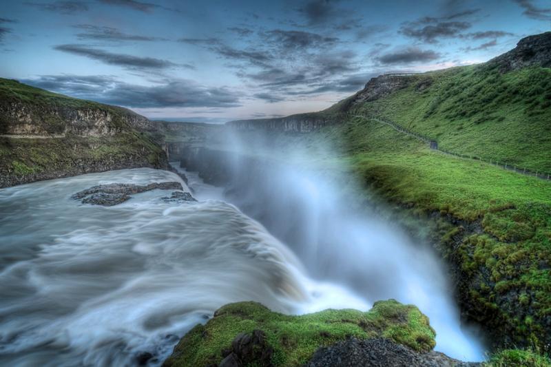 Gullfoss Waterfall Photo: momentaryawe.com