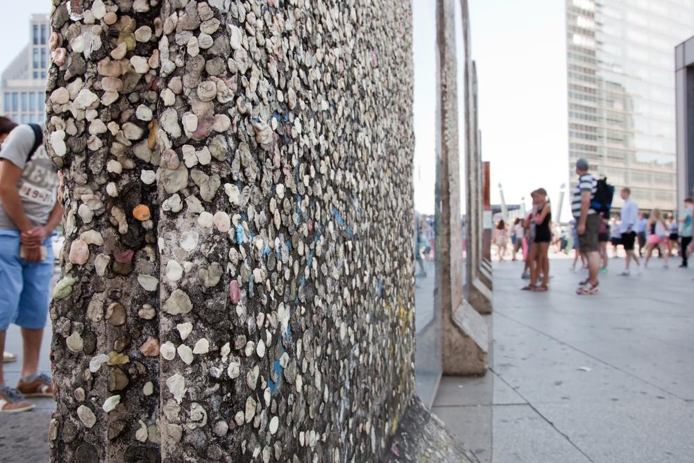 Berlin Wall gum / shutterstock