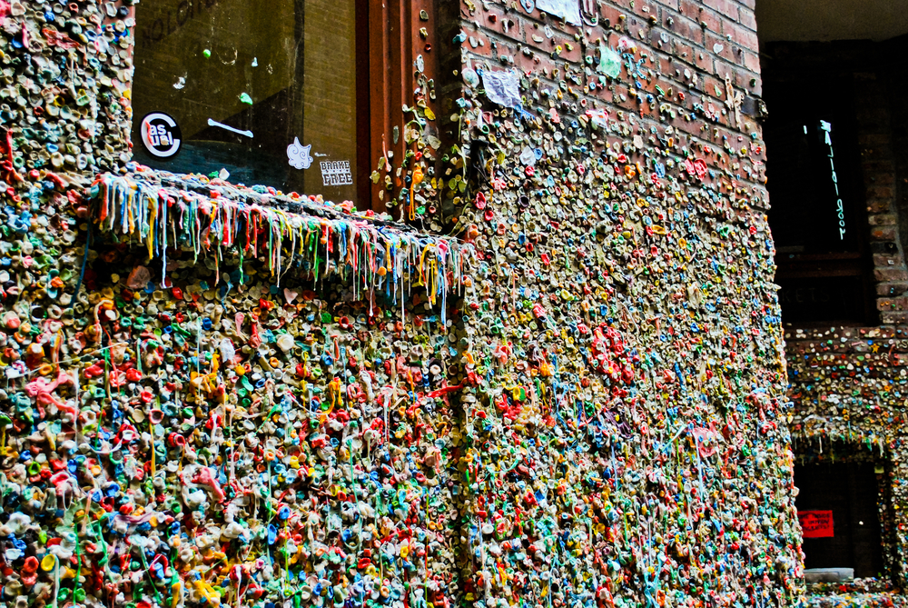 Seattle gum wall / shutterstock