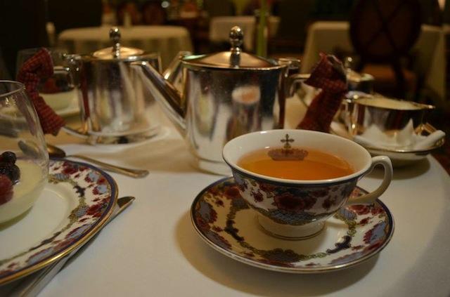 tea-cup-fairmont-hotel-vancouver