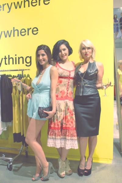 Garmentglobalmodelwithtwogirls