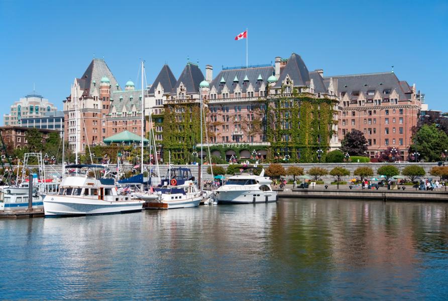 Fairmont Empress Hotel Victoria Harbour / Shutterstock