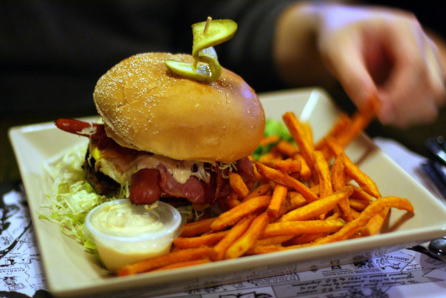 burger-tomahawk-barbeque
