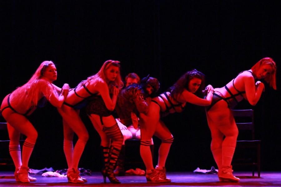 Burlesque girls