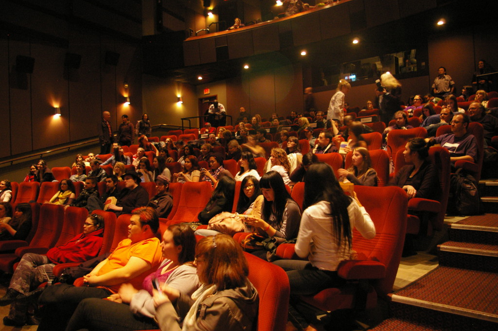 Scream 4 Theatre Crowd